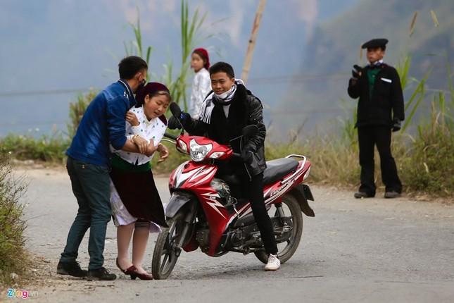 Cảnh bắt người về làm vợ giữa đường vắng ở Hà Giang - ảnh 7