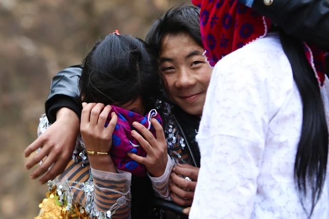Cảnh bắt người về làm vợ giữa đường vắng ở Hà Giang - ảnh 1