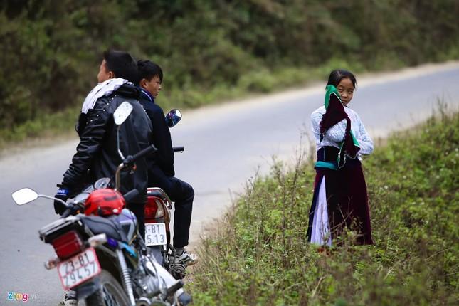 Cảnh bắt người về làm vợ giữa đường vắng ở Hà Giang - ảnh 3