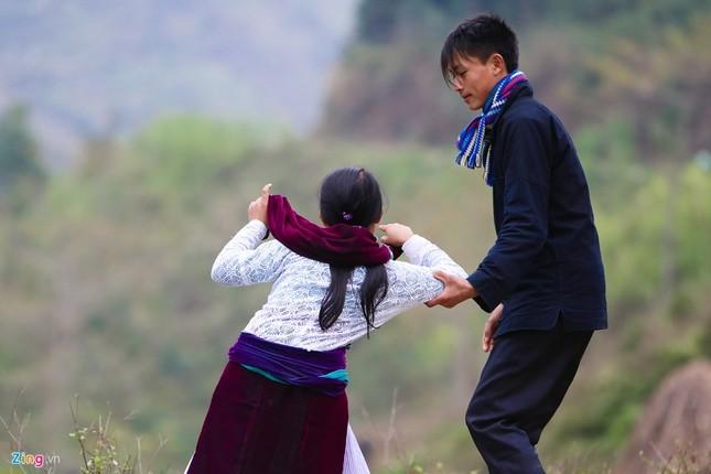 Cảnh bắt người về làm vợ giữa đường vắng ở Hà Giang - ảnh 6