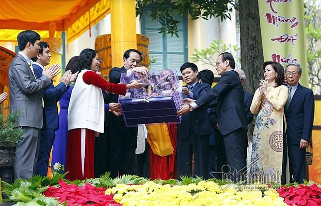 Chủ tịch nước Trần Đại Quang dâng hương ở Hoàng thành Thăng Long - ảnh 6