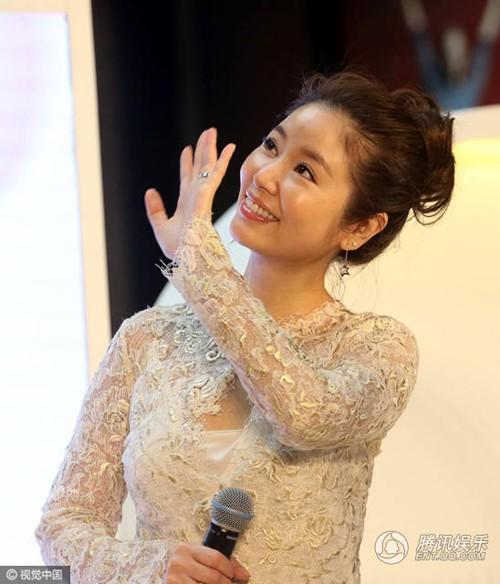 Lâm Tâm Như khoe vẻ đẹp rực rỡ gái một con - ảnh 3