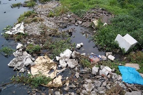 Hồ Tây hôi thối, ngập rác sau khi tháo dỡ nhà hàng nổi - ảnh 10