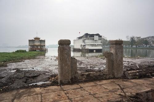 Hồ Tây hôi thối, ngập rác sau khi tháo dỡ nhà hàng nổi - ảnh 3