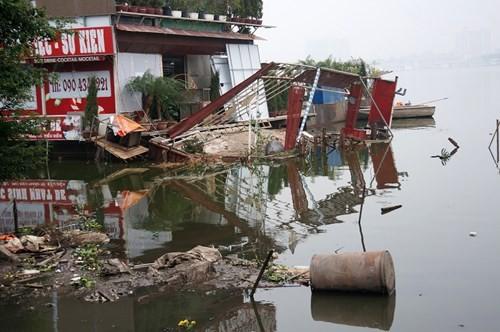 Hồ Tây hôi thối, ngập rác sau khi tháo dỡ nhà hàng nổi - ảnh 6