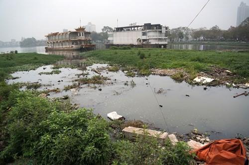 Hồ Tây hôi thối, ngập rác sau khi tháo dỡ nhà hàng nổi - ảnh 7