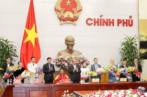 Thủ tướng gặp mặt 10 gương mặt trẻ Việt Nam tiêu biểu 2016 - ảnh 1