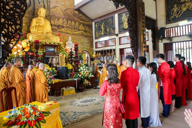 14 cặp đôi tại Hà Nội tổ chức lễ cưới tập thể nơi cửa Phật - ảnh 1