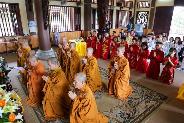 14 cặp đôi tại Hà Nội tổ chức lễ cưới tập thể nơi cửa Phật - ảnh 4