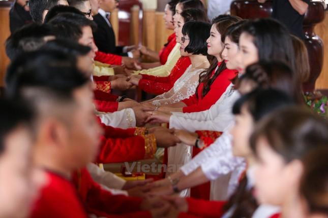 14 cặp đôi tại Hà Nội tổ chức lễ cưới tập thể nơi cửa Phật - ảnh 7