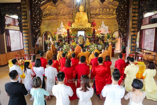 14 cặp đôi tại Hà Nội tổ chức lễ cưới tập thể nơi cửa Phật - ảnh 3