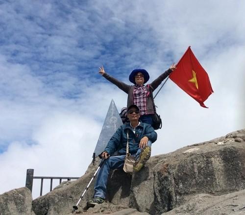 Người đàn ông 64 tuổi một mình đi bộ xuyên Việt  - ảnh 1