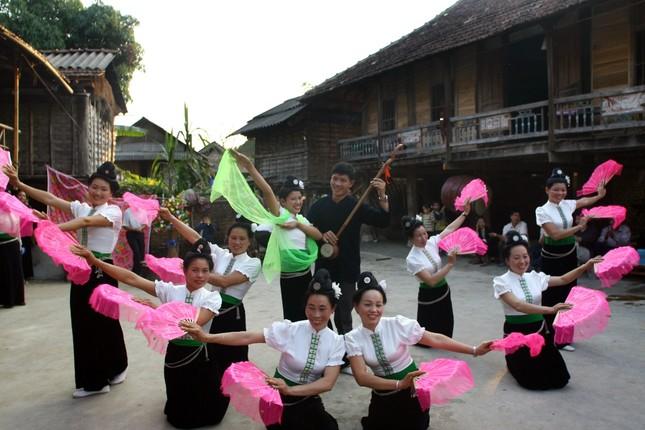 """Xây dựng hồ sơ """"Nghệ thuật xòe Thái"""" trình UNESCO - ảnh 1"""