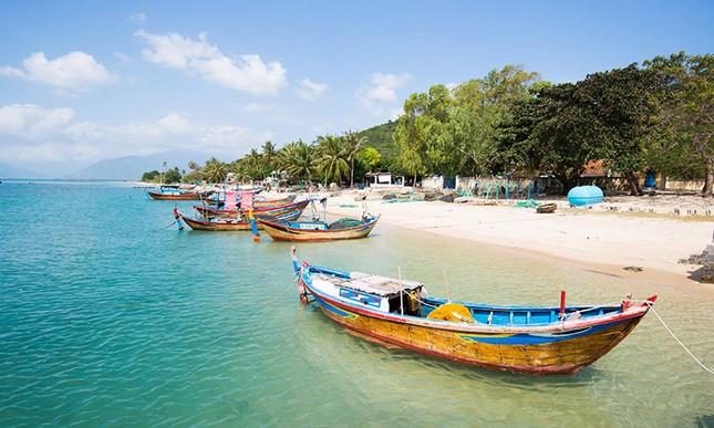 Ba con đường cho khách đi bộ giữa biển ở Việt Nam  - ảnh 1