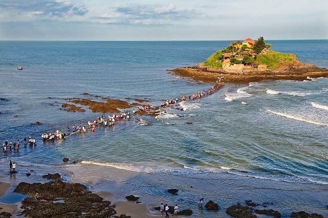 Ba con đường cho khách đi bộ giữa biển ở Việt Nam  - ảnh 3