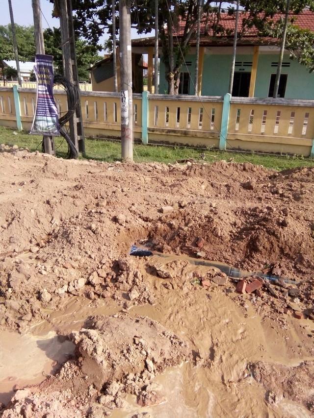 Quảng Nam: Thi công đường làm vỡ ống nước, dân xài nước máy như nước bùn - ảnh 1