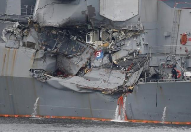 Tàu chiến Mỹ va chạm tàu hàng Philippines: 7 thủy thủ đã thiệt mạng - ảnh 1