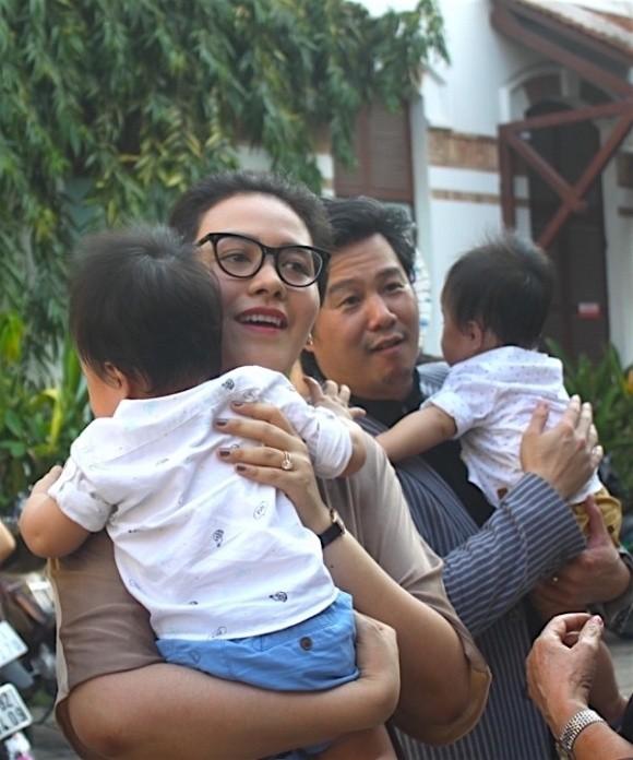 Cặp song sinh của Thanh Bùi lần đầu lộ diện trước công chúng  - ảnh 1