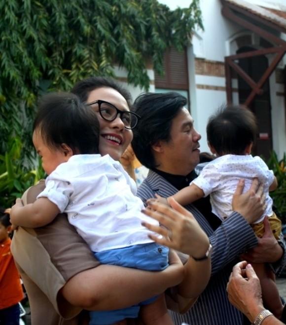 Cặp song sinh của Thanh Bùi lần đầu lộ diện trước công chúng  - ảnh 2