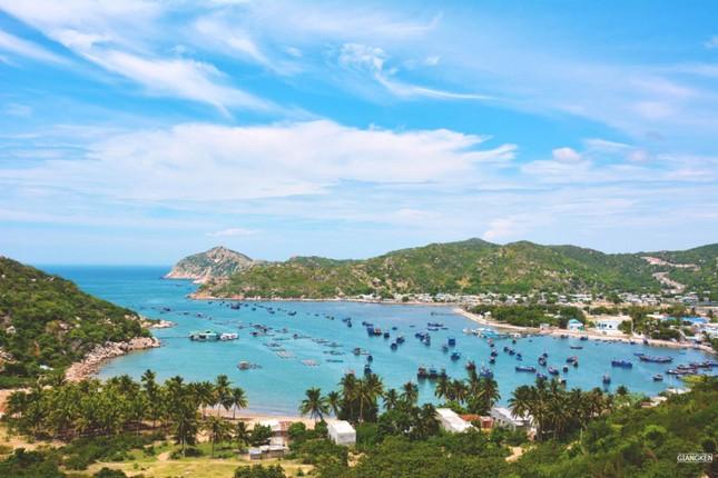 Mùa hè rực lửa trên cung đường biển đẹp nhất Việt Nam - ảnh 8