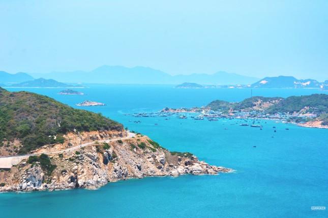 Mùa hè rực lửa trên cung đường biển đẹp nhất Việt Nam - ảnh 7