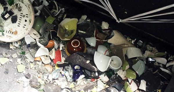 Độc đáo dịch vụ đập phá đồ đạc để 'trút giận' ở Hà Nội  - ảnh 2