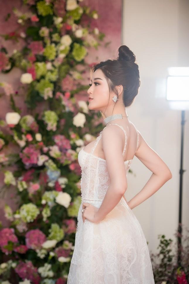 Huyền My: 'Tôi tự tin lọt top 3 Hoa hậu Hòa bình Thế giới 2017' - ảnh 2