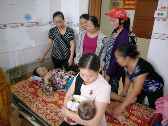Hà Tĩnh: Ba mẹ con chạy xe qua cầu tràn bị nước cuốn trôi - ảnh 1