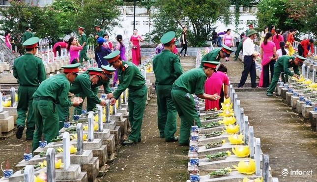 Xúc động Đại lễ cầu siêu các anh hùng, liệt sỹ tại Nghĩa trang Quốc tế Việt Lào - ảnh 3