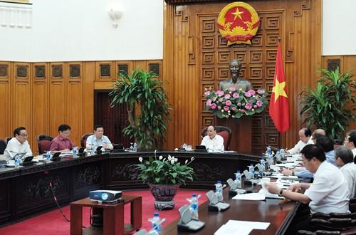 Thủ tướng làm việc buổi đầu tiên với Tổ tư vấn kinh tế - ảnh 1