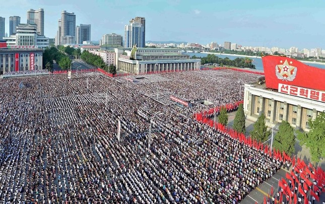 Biển người Triều Tiên phản đối lệnh trừng phạt của Liên Hợp Quốc  - ảnh 1