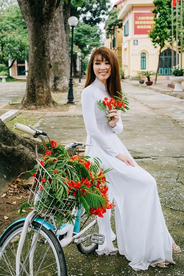 Á hậu Thụy Vân khoe giọng hát ngọt ngào bên MC Hạnh Phúc - ảnh 1