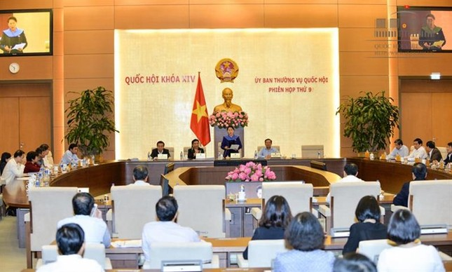 Sáng nay, Bộ trưởng Bộ Xây dựng trả lời chất vấn Uỷ ban Thường vụ Quốc hội - ảnh 1