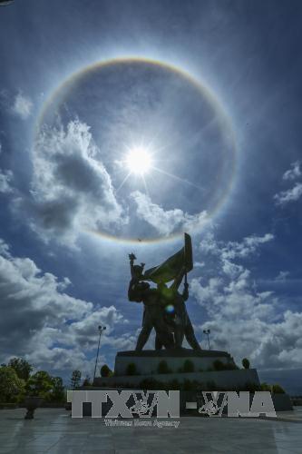 Xuất hiện quầng sáng lạ xung quanh Mặt Trời  - ảnh 1