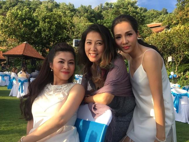 Mỹ Tâm, Hari Won dự đám cưới của đạo diễn Nguyễn Tranh ở Vũng Tàu - ảnh 3