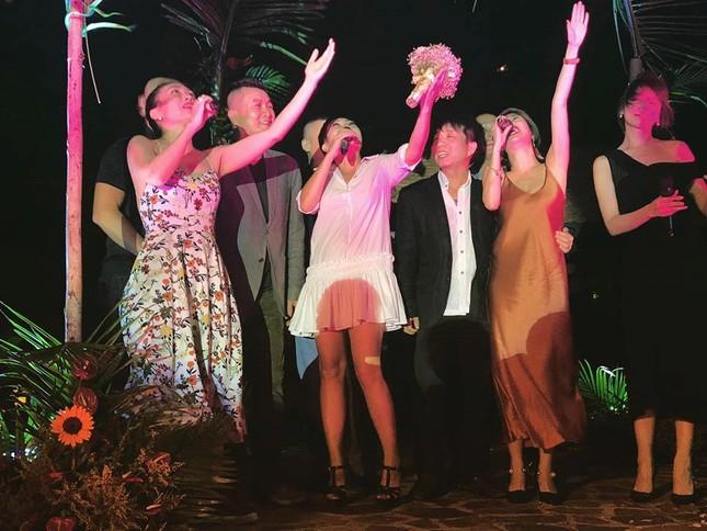 Mỹ Tâm, Hari Won dự đám cưới của đạo diễn Nguyễn Tranh ở Vũng Tàu - ảnh 7