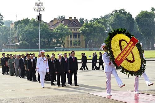 Lãnh đạo Đảng, Nhà nước viếng Chủ tịch Hồ Chí Minh nhân dịp 2/9 - ảnh 1
