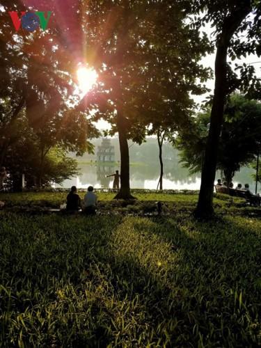 Hồ Gươm quyến rũ trong hương sắc mùa thu - ảnh 6