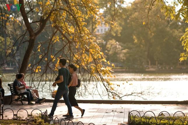Hồ Gươm quyến rũ trong hương sắc mùa thu - ảnh 7