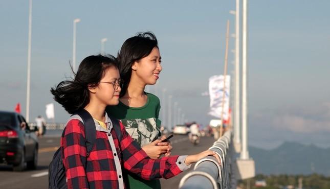 Hàng nghìn người đổ về Hải Phòng trải nghiệm cầu vượt biển dài nhất Việt Nam  - ảnh 3