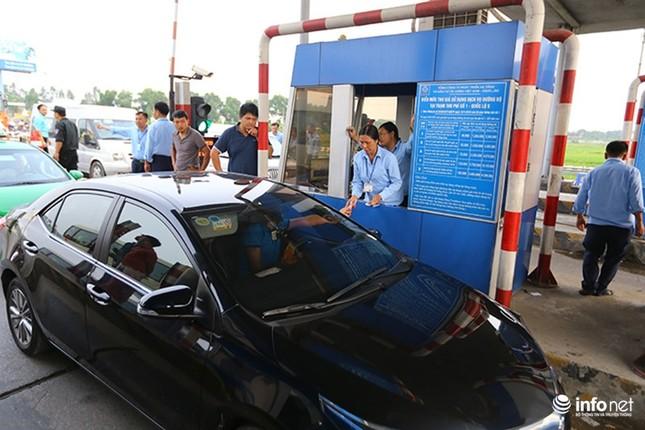 Trạm BOT Văn Lâm đang tê liệt, quốc lộ 5 tắc kéo dài vì... tiền lẻ - ảnh 2