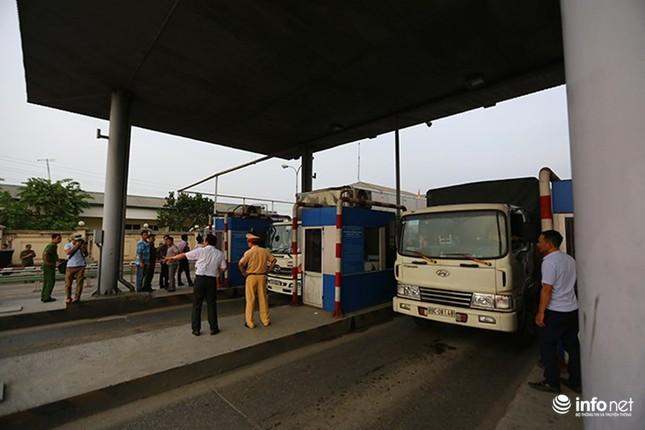 Trạm BOT Văn Lâm đang tê liệt, quốc lộ 5 tắc kéo dài vì... tiền lẻ - ảnh 3