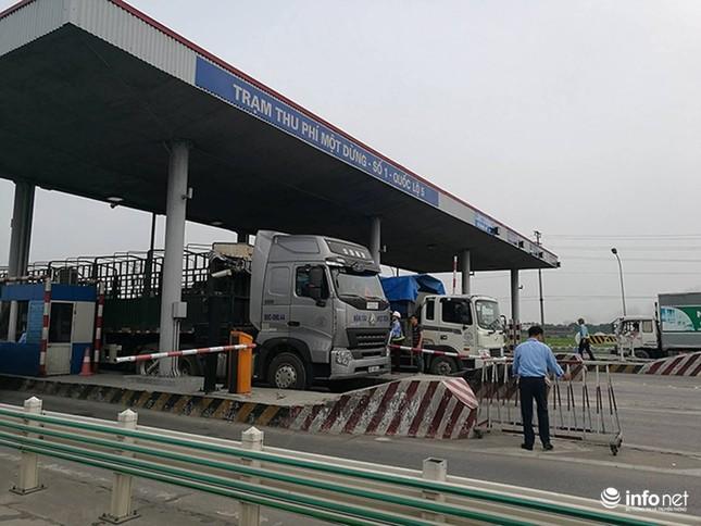 Trạm BOT Văn Lâm đang tê liệt, quốc lộ 5 tắc kéo dài vì... tiền lẻ - ảnh 5