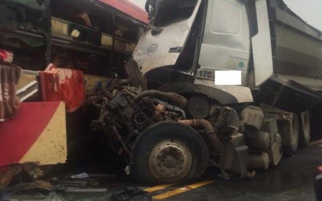 Tai nạn nghiêm trọng trên cao tốc Hà Nội - Lào Cai - ảnh 1
