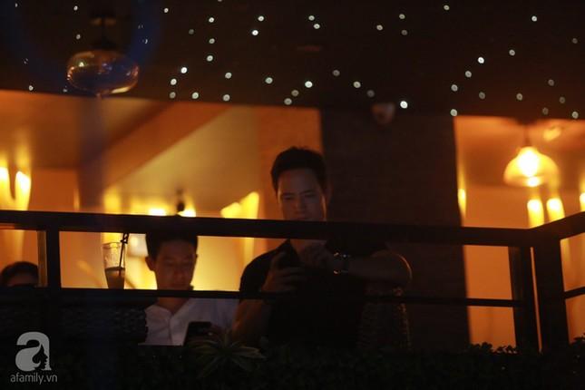 Dù không thừa nhận yêu nhau, Kim Lý vẫn sát cánh bên Hà Hồ ở phòng trà  - ảnh 3