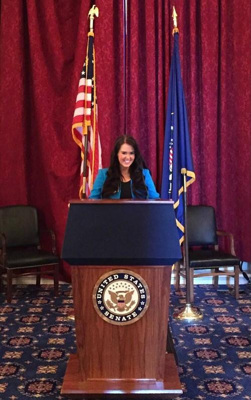 Nữ chính trị gia 23 tuổi đăng quang Hoa hậu Mỹ - ảnh 4