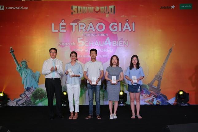 Khách hàng Sun World bất ngờ trúng thưởng tour du lịch quốc tế tới Pháp, Úc - ảnh 1