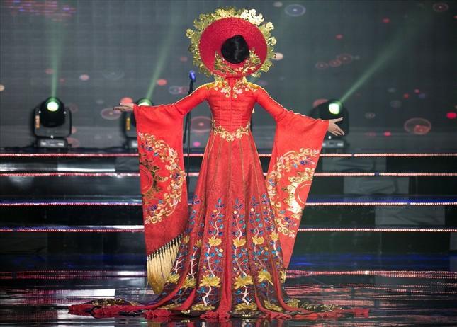 Huyền My lộng lẫy trong vòng thi đầu tiên Hoa hậu Hòa bình Thế giới - ảnh 2
