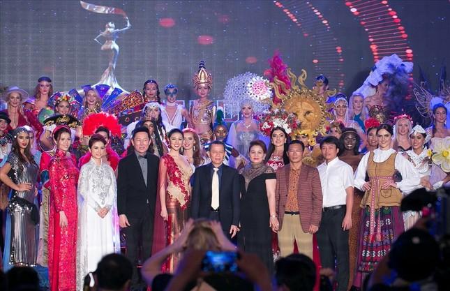 Huyền My lộng lẫy trong vòng thi đầu tiên Hoa hậu Hòa bình Thế giới - ảnh 4