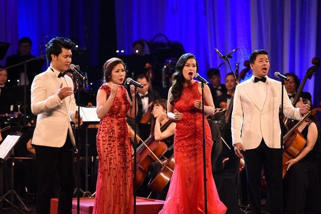 Đăng Dương trình diễn đàn bầu và giọng hát đỉnh cao trong live concert đầu tiên - ảnh 2